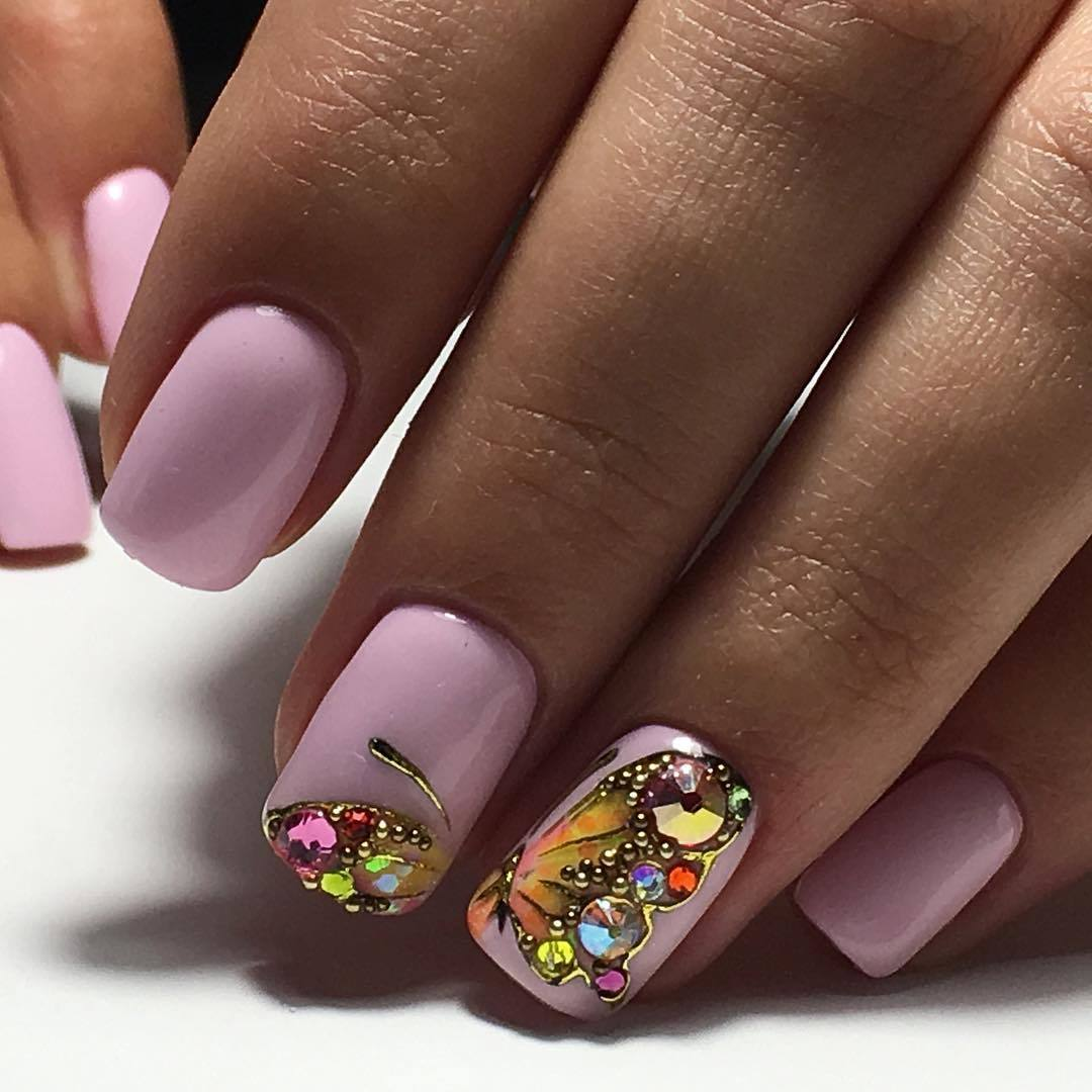 Розовый с чёрным маникюр с бабочкой