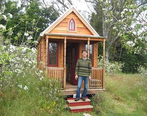 Самый простой дачный домик своими руками