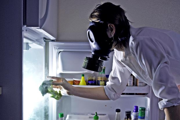 Как избавиться от запаха в холодильнике в