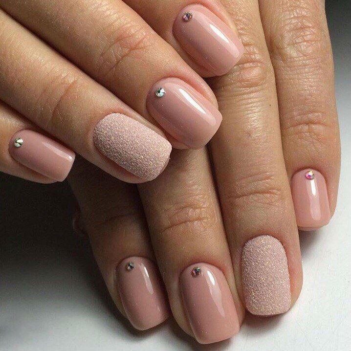 Нежный дизайн на короткие ногти